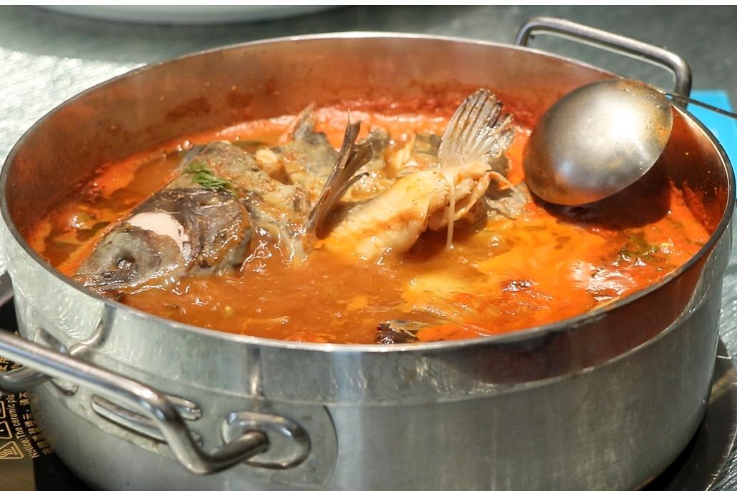 醉苗侗民俗风情园:只为做好一锅更好的酸汤鱼